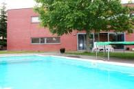 Moderne villa met zwembad nabij ziekenhuis