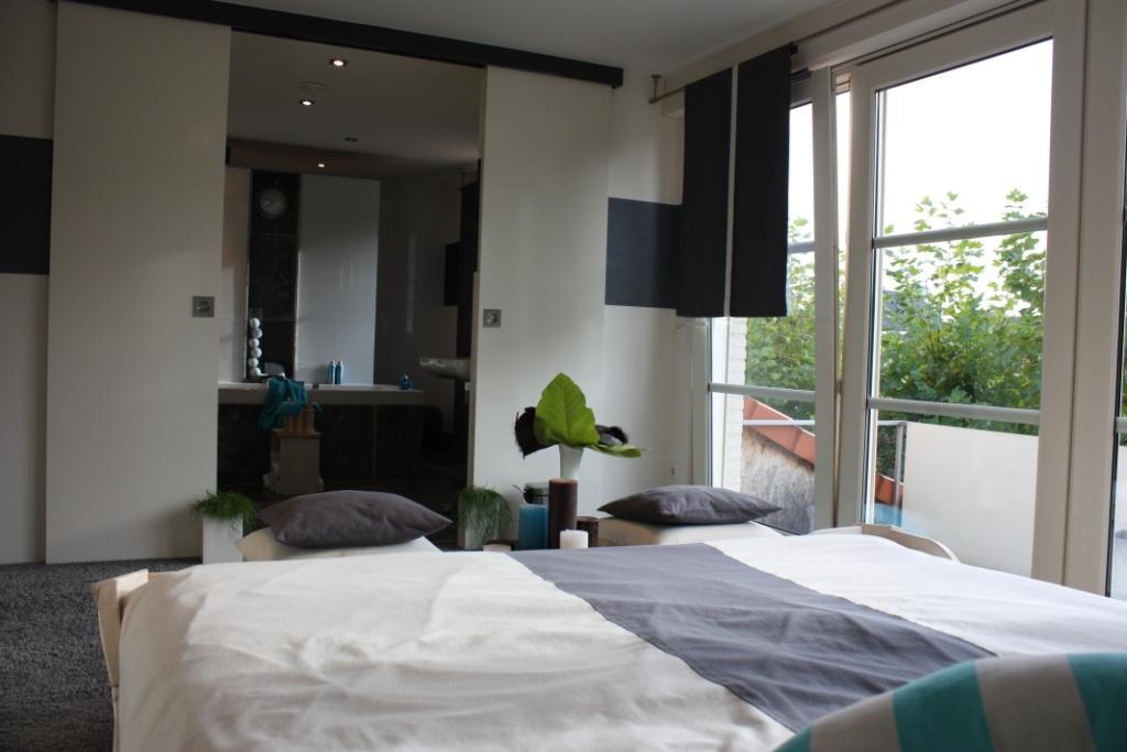 Zeer mooi afgewerkte villa met kantoor aan huis villa vendre - Slaapkamer met kleedkamer en badkamer ...