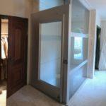 overloop appartement met lift