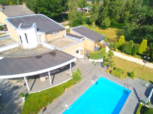 Ruime villa met zwembad op ruim perceel in Amstenrade