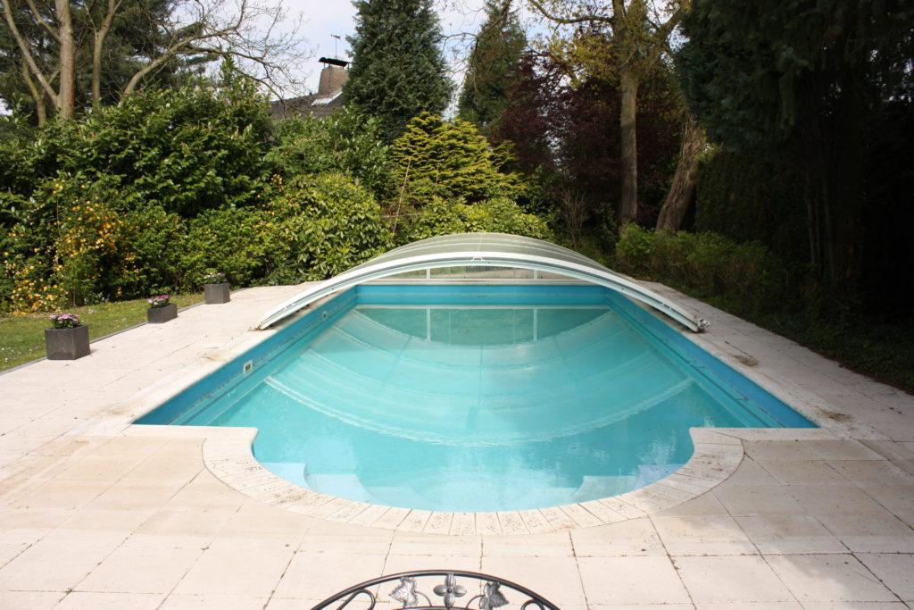 Modern landhuis met zwembad op unieke locatie kollenberg villa vendre for Modern zwembad