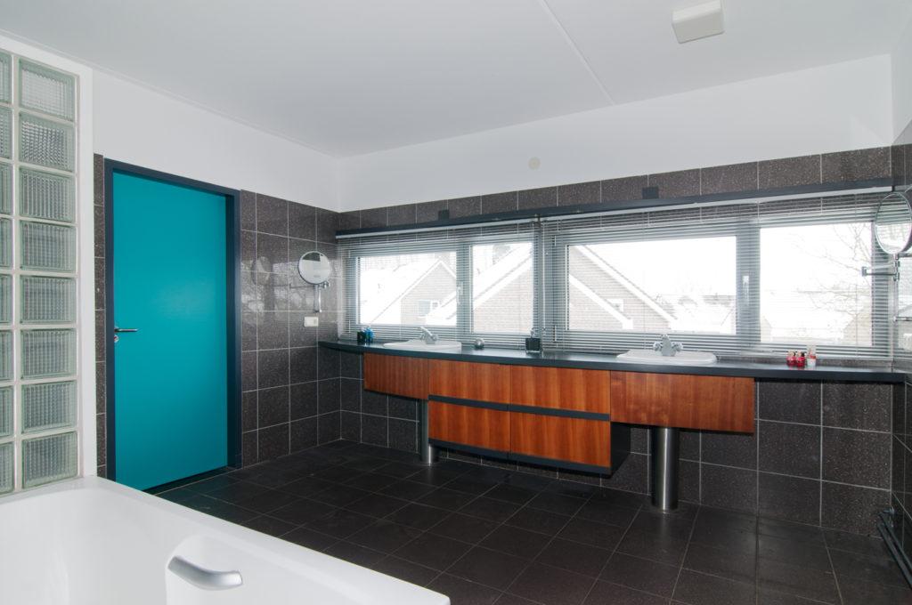 Moderne villa met zwembad nabij ziekenhuis u villa´vendre
